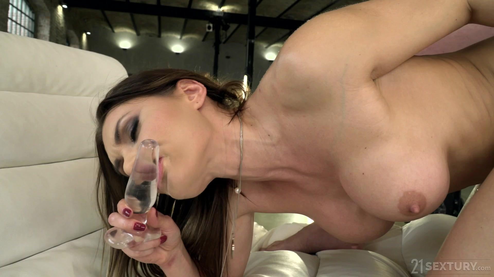 Asshole Fever – Kitana Lure Flawless Features