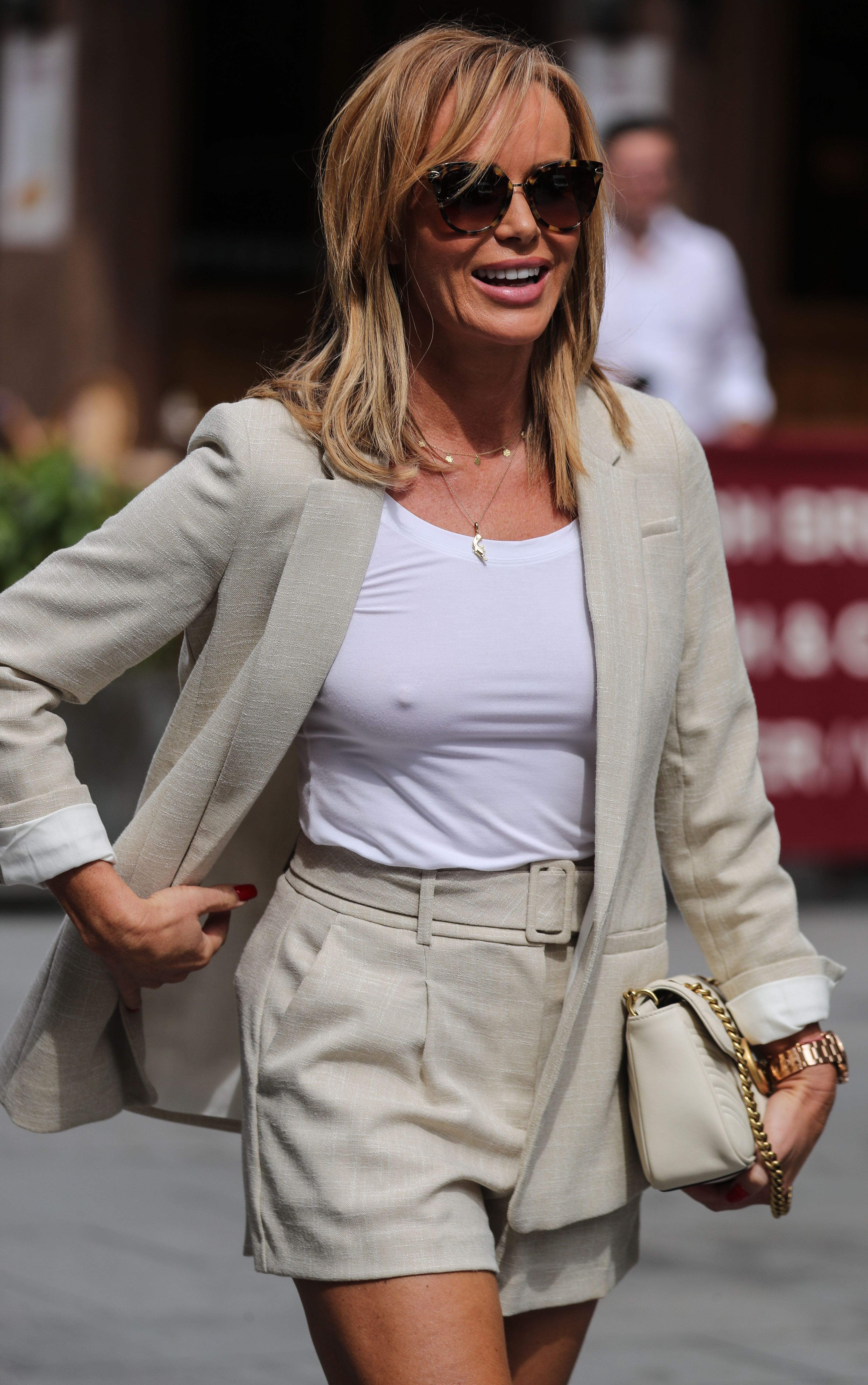 Amanda Holden (pokies) Leaving Heart Radio in London 14 July, 2020